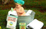 Bébé prenant son bain à l'ancienne