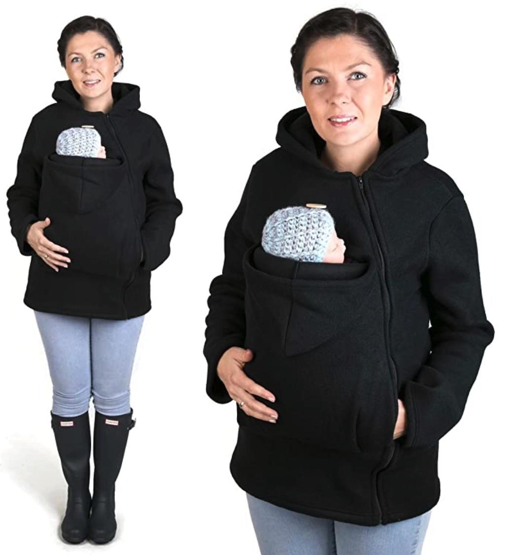 Maman avec son bébé dans sa veste kangourou